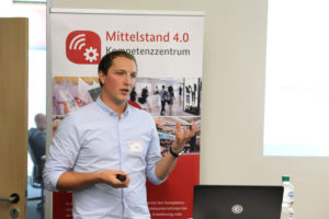 Jan Bömer (shopware) gab praktische Einblicke in Online-Plattformen.