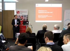 Torsten Gollhardt (ERCIS) vom Mittelstand 4.0-Kompetenzzentrum Lingen begrüßt die Teilnehmer in Münster.