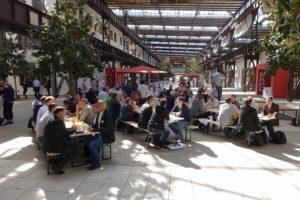 Das Mittagessen am Samstag fand in der Halle der Hochschule Osnabrück am Campus Lingen statt.