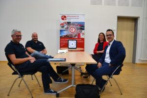 Im vertraulichen Gespräch erläuterten Yvonne Schlüter und Marvin Rix die Funktionsweise ihrer Digitalen Plattform.