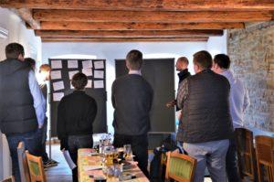 Gemeinsam formulierten die Teilnehmenden Herausforderungen, die auf ihre Betriebe einwirken.