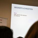 Zunächst erläuterte Patrick Rischar den Teilnehmenden die Begriffe, die für die DIN27001 relevant sind.