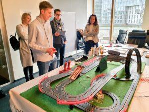 Blockchain mal anders –  das Mittelstand 4.0-Kompetenzzentrum Dortmund zeigt wie man spielerisch und verständlich mit einer neuen Technologie in Berührung kommt.