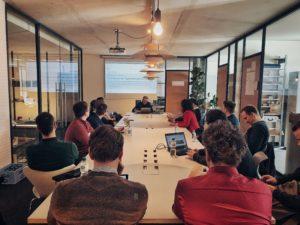 Nicolas Limberg (Mittelstand 4.0-Kompetenzzentrum Lingen) erläutert datengetriebene Geschäftsmodelle für den Mittelstand.